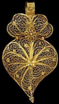 Gold Filigree Pendant c1860.......
