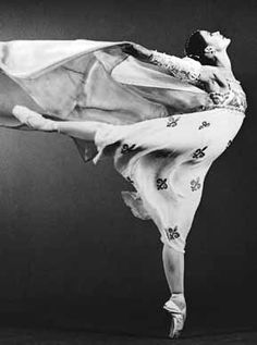 Karen Alexandria Kain, CC (born March 1951 in Hamilton, Ontario) is a retired Canadian ballet dancer, and currently the Artistic Director of the National Ballet of Canada. Karen Kain, Ballet Photos, Dance Photos, Dance Pictures, Nureyev, Ballet Beautiful, Beautiful Things, Beautiful People, Dance Movement