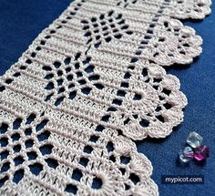 MyPicot is always looking for excellence and intends to be the most authentic, creative, and innovative advanced crochet laboratory in the world. Filet Crochet, Crochet Borders, Crochet Stitches Patterns, Stitch Patterns, Crochet Edgings, Crochet Home, Love Crochet, Easy Crochet, Crochet Ideas