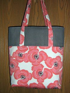 Simple tote. Two inside pockets. One open and one zipper.
