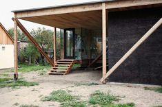 Haus über wilder Landschaft Holzbau von Peter Grundmann in Brandenburg