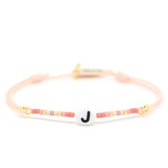 Flavourite Peach & Gold Initiaal Armbandje ♡ available at www.ibizamusthaves.nl