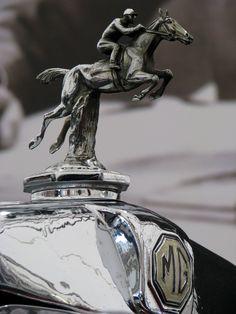 MG logo & horse riding man  Hood Ornament #Hood_Ornament #Design Un MG de verdad, no los chiferos que circulan por Lima