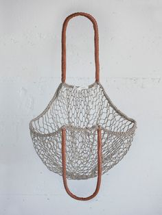 mesh weave and leather tote bag http://www.blog.designsquish.com/index.php?/site/mesh_tote_bag_avoska/