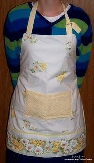 Sophia's Sundries (formerly Frugal Ideas from the Parsonage): Homemade Gift: Reversible Adult Pillowcase Aprons Aprons Vintage, Vintage Sheets, Vintage Fabrics, Vintage Sewing, Vintage Linen, Easy Sewing Projects, Sewing Hacks, Sewing Crafts, Sewing Ideas