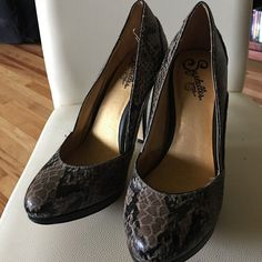 Seychelles heels Ike new! Hardly any wear! Seychelles Shoes Heels