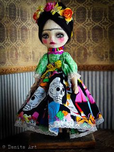 Find Danita painting original acrylics & watercolors, handmade fabric dolls, read her blog and enjoy the beauty of whimsical melancholic big eyed girl portraits