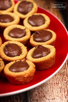 Butter Fudge Puddles are a chewy peanut butter cookie cup with a chocolat. -Peanut Butter Fudge Puddles are a chewy peanut butter cookie cup with a chocolat. Chewy Peanut Butter Cookies, Fudge Cookies, Peanut Butter Desserts, Peanut Butter Fudge, Köstliche Desserts, Chip Cookies, Dessert Recipes, Easy Cookie Recipes, Fudge Recipes