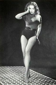 Julie Newmar    fanpix.com