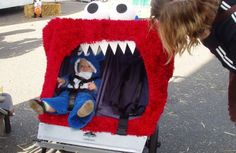 Pin for Later: Stroller Costumes: Outfitting Baby's Halloween Ride! Sesame Street Elmo grew a big mouth for this stroller costume where Elmo eats up Cookie Monster! Halloween Kostüm, Holidays Halloween, Halloween Costumes For Kids, Halloween Decorations, Stroller Halloween Costumes, Stroller Costume, Twin Strollers, Kids Magnets, Dog Wash