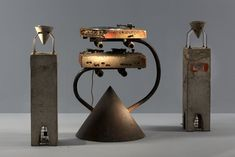 View Chaîne HIFI Concrete Stereo by Ron Arad on artnet. Browse more artworks Ron Arad from Laffanour Galerie Downtown. Audiophile Speakers, Diy Speakers, Stereo Amplifier, Hifi Audio, Audio Design, Speaker Design, Sound Design, Design Design, Ron Arad