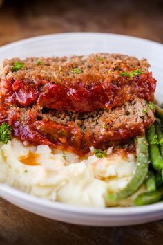 The meatloaf is so tender and juicy on the inside with a sweet and tangy sauce that glazes the meatloaf and adds so much flavor! (Use GF oats) Best Easy Meatloaf Recipe, Homemade Meatloaf, Classic Meatloaf Recipe, How To Cook Meatloaf, Best Meatloaf, Meatloaf Recipes, Chili Recipes, Meatloaf Sauce, Meatloaf Glaze