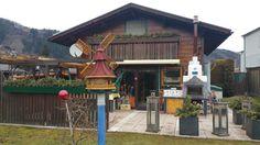 Gartenhaus mit Grill/Backofen mit Rauchabzug.