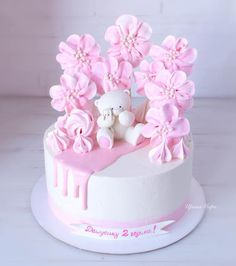 Birthday cake decorating kids 17 ideas for 2020 Baby Girl Birthday Cake, Baby Girl Cakes, Cake Decorating Techniques, Cake Decorating Tutorials, Beautiful Birthday Cakes, Meringue Cake, Delicious Cake Recipes, Birthday Cake Decorating, Novelty Cakes