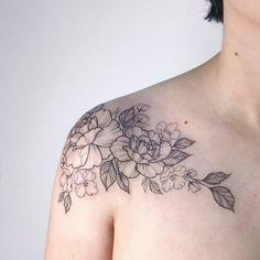 Floral piece peonies roses collarbone tattoo  #ib_tattooing     Irene B  | feminine tattooing (@irenebogachuk)