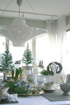 lokki valaisin,glögikattaus,joulu,kattaus,puurokattaus Holiday Decor, House Design, Decor, Christmas, Table, Christmas Tree, Dinner Table, Home Decor, Table Decorations