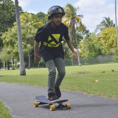 Starting our junior devison with little Jesus⚡(yes that's his name) . #longboard #skateboarder #skate #miami #longboarding #onetown #onetownboards #orangatang #skating #fun