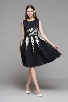 698900e46928 Black Embroidered Floral Lace Dress