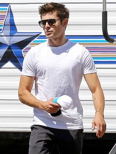 Star Tracks: Thursday, September 4, 2014 | DRAMATIC EXIT | Fresh off his split from Michelle Rodriguez, Zac Efron leaves his trailer Tuesday on the set of his new drama We Are Your Friends in Los Angeles.