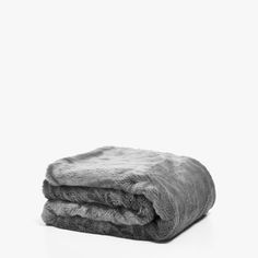 Image of the product SOLID-COLOURED FAUX FUR BLANKET