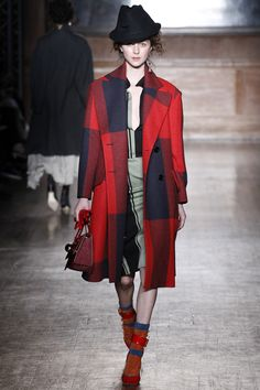 Vivienne Westwood Red Label Fall 2016 Ready-to-Wear Fashion Show  http://www.theclosetfeminist.ca/   http://www.vogue.com/fashion-shows/fall-2016-ready-to-wear/vivienne-westwood-red-label/slideshow/collection#12