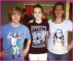 Bridgit Mendler Clothing On The Way! I bought the one that Bridgit is wearing while I was at the concert. Bridgit Mendler, Disney Stars, Celebs, Celebrities, Famous People, Christmas Sweaters, Graphic Sweatshirt, Singer, My Love