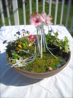 Mini May Day Fairy garden with May Pole; a wounderful centerpiece for the Beltaine Altar or the Garden! Beltane, May Day Baskets, Meditation Garden, May Days, Nature Table, Sabbats, Fairy Houses, Spring Crafts, Samhain