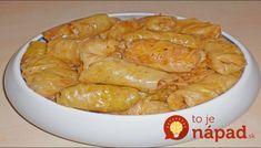 Holúbky naplnené zmesou húb a ryže s absolútne dokonalou chuťou. Potrebujeme: 400 g nasekanej cibule 250 g ryže 2 veľké mrkvy nastrúhanej 450 g húb nasekaných a zľahka podusených s trochou soli 2-3 lyžice paradajkového rpetlaku 250 ml vývaru 100 ml oleja Soľ, korenie, petržlenovú vňať 2 lyžice múky 1 hlávku kapusty Postup: Na 50...