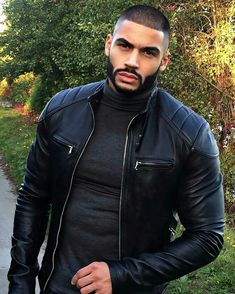 Men's Leather Jackets: How To Choose The One For You. A leather coat is a must for each guy's closet and is likewise an excellent method to express his individual design. Leather jackets never head out of styl Fine Black Men, Hot Black Guys, Gorgeous Black Men, Handsome Black Men, Fine Men, Beautiful Men, Black Man, Mein Style, Hommes Sexy