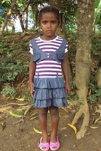 Geidy needs a sponsor! She is five years old and lives in Colombia with her parents. She likes playing with dolls and playing house (how cute?!). Will you sponsor her?