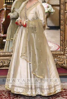 Pakistani Mehndi Dress, Dulhan Dress, Pakistani Fashion Party Wear, Pakistani Formal Dresses, Pakistani Wedding Outfits, Pakistani Bridal Dresses, Pakistani Dress Design, Bridal Outfits, Desi Wedding Dresses