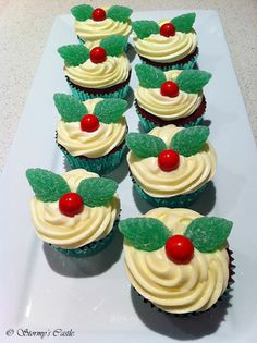Christmas Cupcakes  Google Image Result for http://www.stormygirl.net/house2/christmas17thumb.jpg
