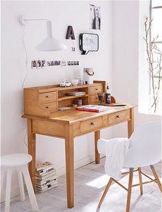 Dieser Sekretär aus massiver Kiefer bietet Dank seines Aufsatzes viel Stauraum, schauen Sie selbst bei car Möbel!