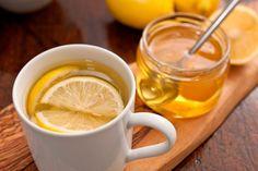 Женщина всегда должна выглядеть прекрасно. Поэтому, давайте начнем заботиться о себе с самого утра! Что бы начать свое здоровое утро, нужно всего-навсего выпить волшебный медово-лимонный напиток. Этим вы окажете огромную пользу своему организму!