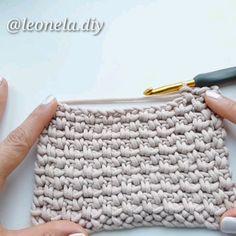 Easy and quick crochet stitch/ punto en crochet facil y rapido # half double crochet slip stitch Crochet moss stitch/ punto arroz/ Easy Crochet Stitches, Tunisian Crochet, Crochet Blanket Patterns, Stitch Patterns, Knitting Patterns, Knit Crochet, Quick Crochet Blanket, Modern Crochet Blanket, Quick Crochet Patterns