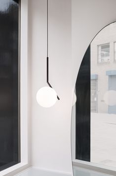 A best selling collection now in a black finish: IC Lights S Modern Pendant Lamp by Michael Anastassiades at the official FLOS USA web store. Modern Pendant Light, Pendant Lighting, Pendant Lamps, Wall Lights, Ceiling Lights, Glass Diffuser, Diffused Light, Lamp Design, Light Design