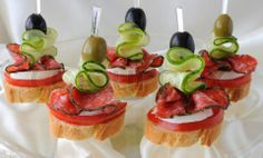 4781950-343880-canapes-with-salami.jpg (480×289)