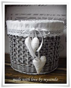 Cane Baskets, Baskets On Wall, Wicker Baskets, Newspaper Basket, Newspaper Crafts, Cardboard Box Crafts, Paper Furniture, Basket Crafts, Towel Crafts