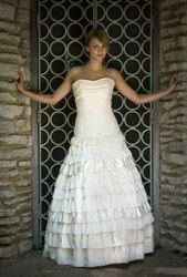 I don't think I'd wear this dress, but it's beautiful.