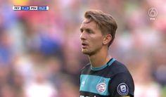 Luuk de Jong ziet zijn penalty overgaan.