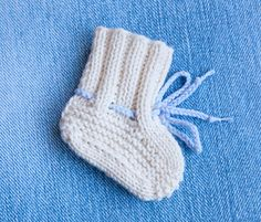 Free baby booties pattern Baby booties ugg free knitting pattern - step by step clear instructions , Baby Booties Knitting Pattern, Easy Knitting Patterns, Crochet Baby Shoes, Crochet Baby Booties, Baby Patterns, Free Knitting, Knitting For Kids, Baby Knitting, Knitted Baby