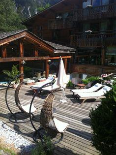 Coté Jardin et piscine de l'Hotel du Jeu de Paume Chamonix