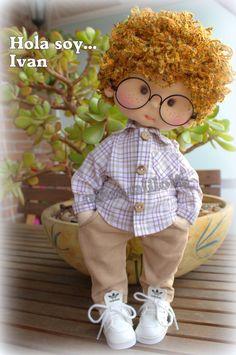 visita mi canal manualilolis Crochet Hats, Diy, Crafts, Boy Doll, Autumn, Baby Boys, Knitting And Crocheting, Handmade Crafts, Wooden Spoon Crafts