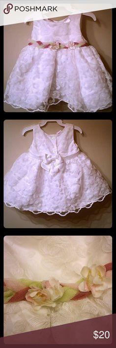 White flower dress- 3/6 months Beautiful White flower dress-3-6 months Baby Beri Dresses Formal