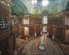 La Biblioteca Nacional de Austria (en alemán, Österreichische Nationalbibliothek) heredera de la antigua Biblioteca Imperial de los Habsburgo (Hofbibliothek), posee casi ocho millones de documentos. Adquirió su nombre actual en 1920, tras el fin del Imperio. Recoge la riqueza acumulada por la Casa de Habsburgo desde tiempos medievales.