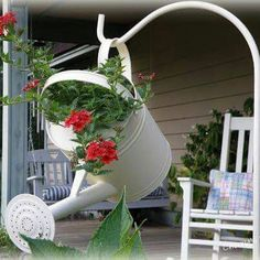 Creative DIY Garden Art Outdoor Wreaths One s Funky - One s Edible # Diy Garden, Garden Crafts, Garden Cottage, Garden Planters, Dream Garden, Lawn And Garden, Garden Projects, Garden Gate, Art Projects