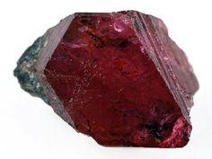 Le rubis est la pierre de naissance du mois de Juillet. Le rubis est composé d'anhydride d'aluminium, sa couleur vient de l'oxyde de fer qu'il contient. La même pierre avec des inclusions de titane est connue sous le nom de saphir.