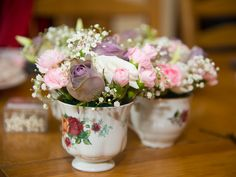 vintage tea cups for wedding flowers.