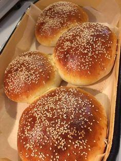 A legfinomabb házi zsömle! Hamburger, Grilling, Bread, Food, Crickets, Brot, Essen, Baking, Burgers