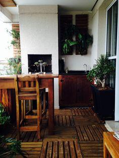 Projeto de varanda e execução de mobiliário em madeira de demolição por Solimar Leão - www.solimarleao.com.br